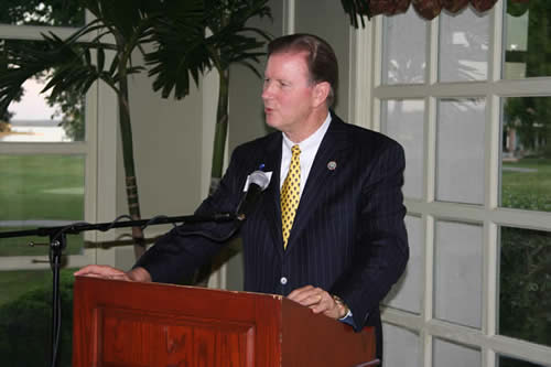 Conroe Mayor Tommy Metcalf speaks at Campaign Dinner
