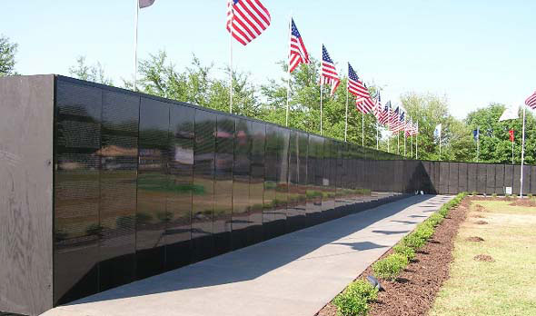 Archived Sam Students Get Involved in Vietnam Wall Visit